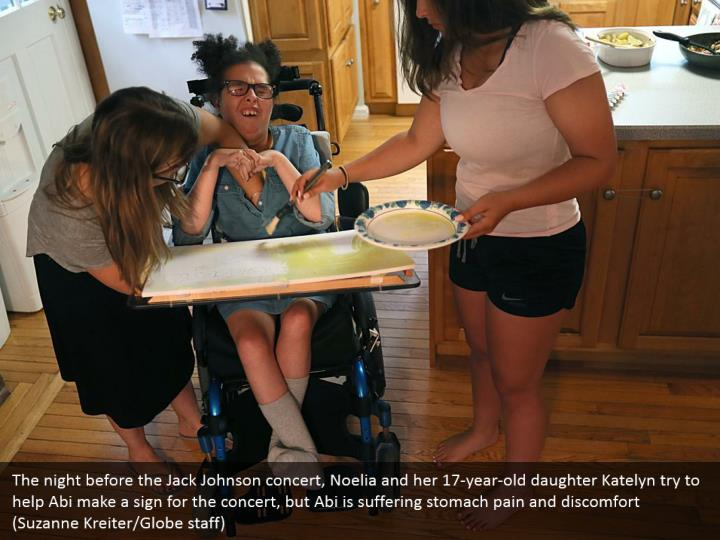 The night before the Jack Johnson concert, Noelia and her 17-year-old daughter Katelyn try to help Abi make a sign for the concert, but Abi is suffering stomach pain and discomfort (Suzanne Kreiter/Globe staff)