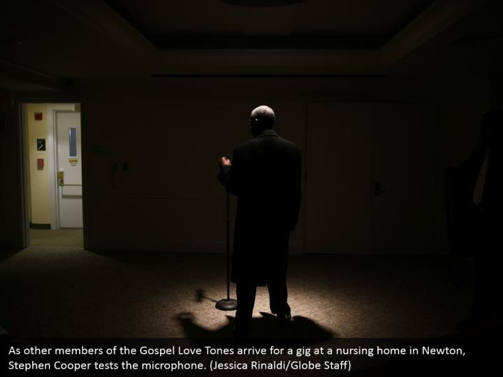 As other members of the Gospel Love Tones arrive for a gig at a nursing home in Newton, Stephen Cooper tests the microphone. (Jessica Rinaldi/Globe Staff)