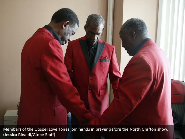 Members of the Gospel Love Tones join hands in prayer before the North Grafton show. (Jessica Rinaldi/Globe Staff)