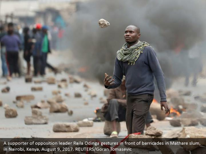 A supporter of opposition leader Raila Odinga gestures in front of barricades in Mathare slum, in Nairobi, Kenya, August 9, 2017. REUTERS/Goran Tomasevic
