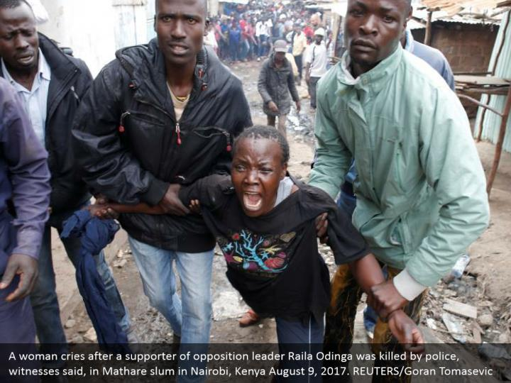 A woman cries after a supporter of opposition leader Raila Odinga was killed by police, witnesses said, in Mathare slum in Nairobi, Kenya August 9, 2017. REUTERS/Goran Tomasevic