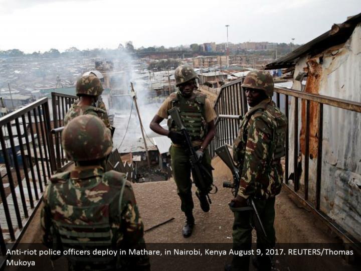 Anti-riot police officers deploy in Mathare, in Nairobi, Kenya August 9, 2017. REUTERS/Thomas Mukoya