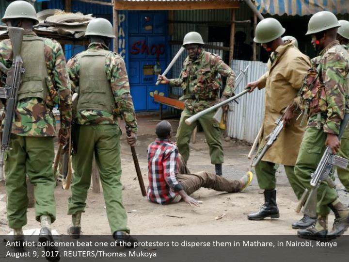 Anti riot policemen beat one of the protesters to disperse them in Mathare, in Nairobi, Kenya August 9, 2017. REUTERS/Thomas Mukoya