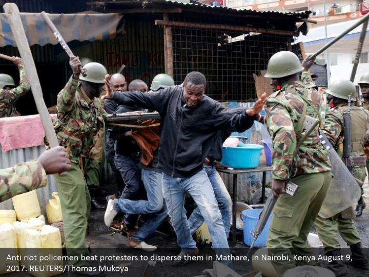 Anti riot policemen beat protesters to disperse them in Mathare, in Nairobi, Kenya August 9, 2017. REUTERS/Thomas Mukoya