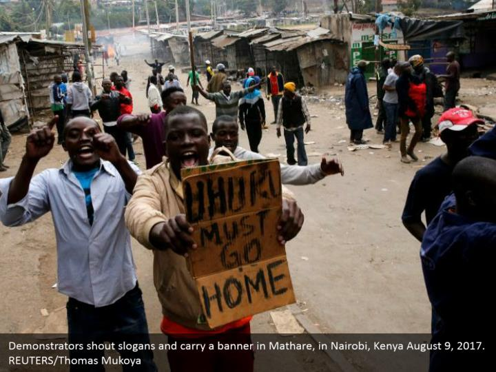 Demonstrators shout slogans and carry a banner in Mathare, in Nairobi, Kenya August 9, 2017. REUTERS/Thomas Mukoya