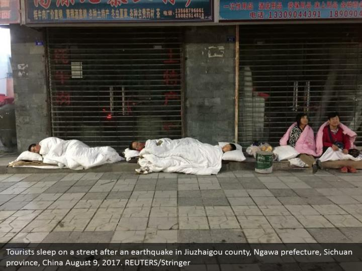 Tourists sleep on a street after an earthquake in Jiuzhaigou county, Ngawa prefecture, Sichuan province, China August 9, 2017. REUTERS/Stringer