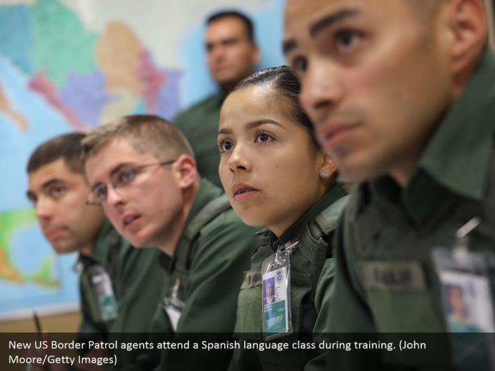 New US Border Patrol agents attend a Spanish language class during training. (John Moore/Getty Images)