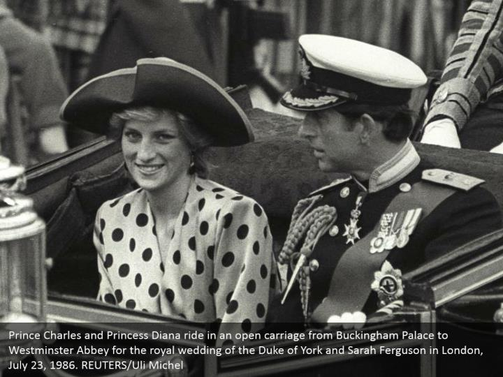 Prince Charles and Princess Diana ride in an open carriage from Buckingham Palace to Westminster Abbey for the royal wedding of the Duke of York and Sarah Ferguson in London, July 23, 1986. REUTERS/Uli Michel
