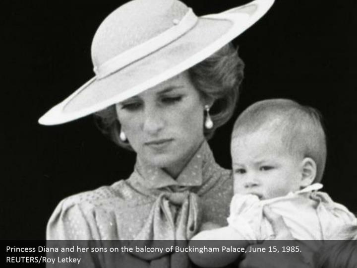 Princess Diana and her sons on the balcony of Buckingham Palace, June 15, 1985.  REUTERS/Roy Letkey