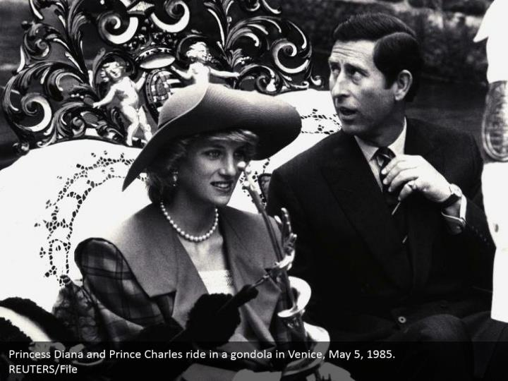 Princess Diana and Prince Charles ride in a gondola in Venice, May 5, 1985.  REUTERS/File