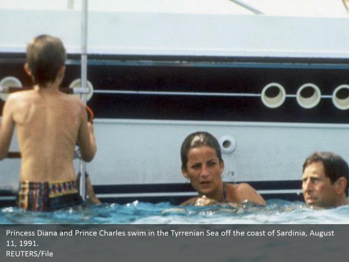 Princess Diana and Prince Charles swim in the Tyrrenian Sea off the coast of Sardinia, August 11, 1991.  REUTERS/File