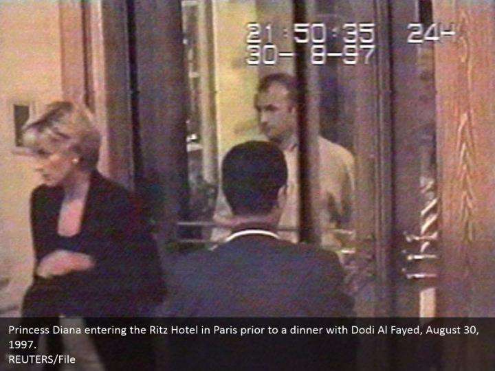 Princess Diana entering the Ritz Hotel in Paris prior to a dinner with Dodi Al Fayed, August 30, 1997.  REUTERS/File