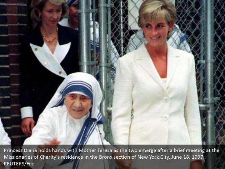 Princess Diana holds hands with Mother Teresa as the two emerge after a brief meeting at the Missionaries of Charity's residence in the Bronx section of New York City, June 18, 1997.  REUTERS/File