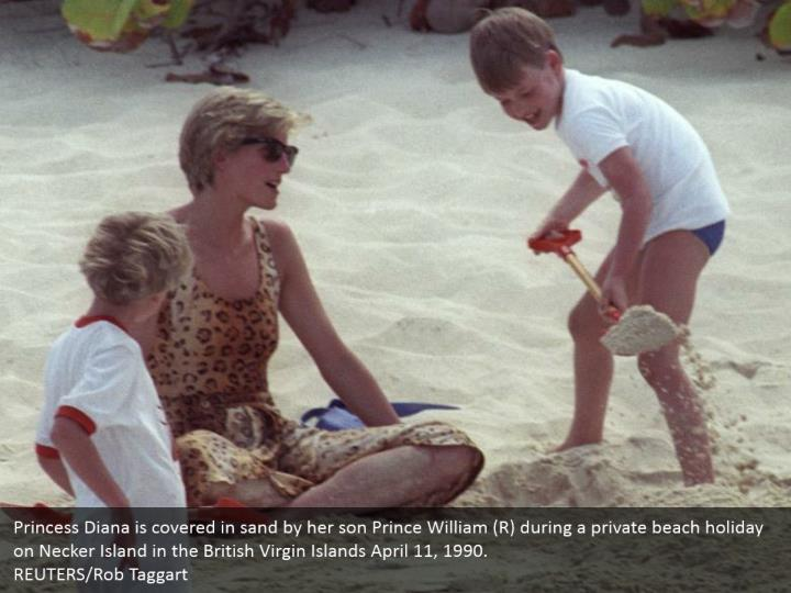 Princess Diana is covered in sand by her son Prince William (R) during a private beach holiday on Necker Island in the British Virgin Islands April 11, 1990.  REUTERS/Rob Taggart