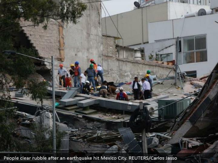 People clear rubble after an earthquake hit Mexico City. REUTERS/Carlos Jasso
