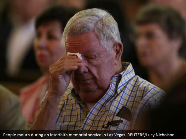 People mourn during an interfaith memorial service in Las Vegas. REUTERS/Lucy Nicholson