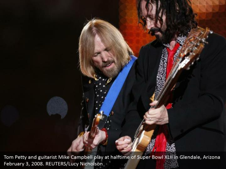 Tom Petty and guitarist Mike Campbell play at halftime of Super Bowl XLII in Glendale, Arizona February 3, 2008. REUTERS/Lucy Nicholson