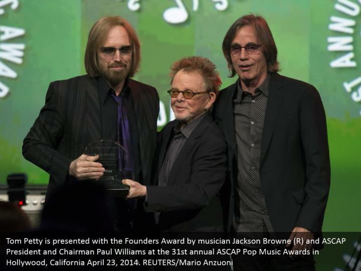 Tom Petty is presented with the Founders Award by musician Jackson Browne (R) and ASCAP President and Chairman Paul Williams at the 31st annual ASCAP Pop Music Awards in Hollywood, California April 23, 2014. REUTERS/Mario Anzuoni