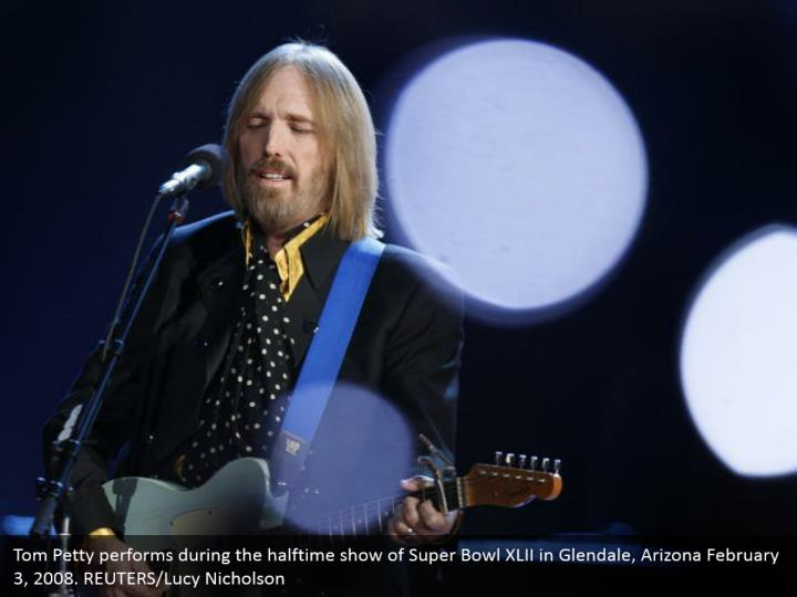 Tom petty performs during the halftime show