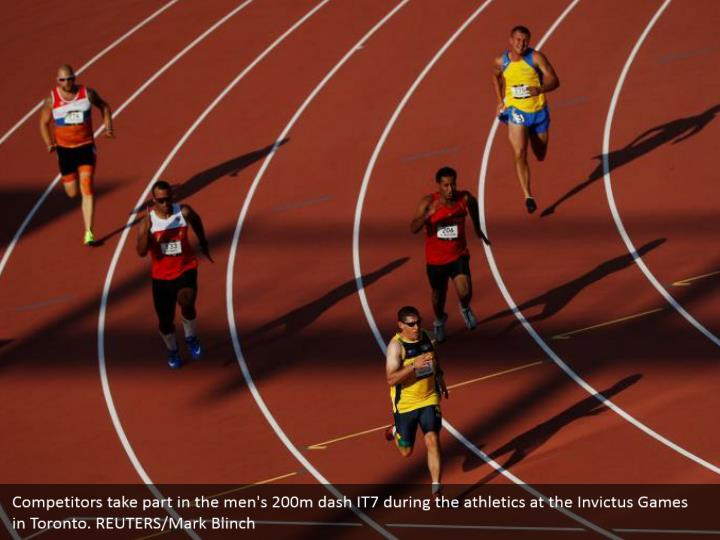 Competitors take part in the men's 200m dash IT7 during the athletics at the Invictus Games in Toronto. REUTERS/Mark Blinch