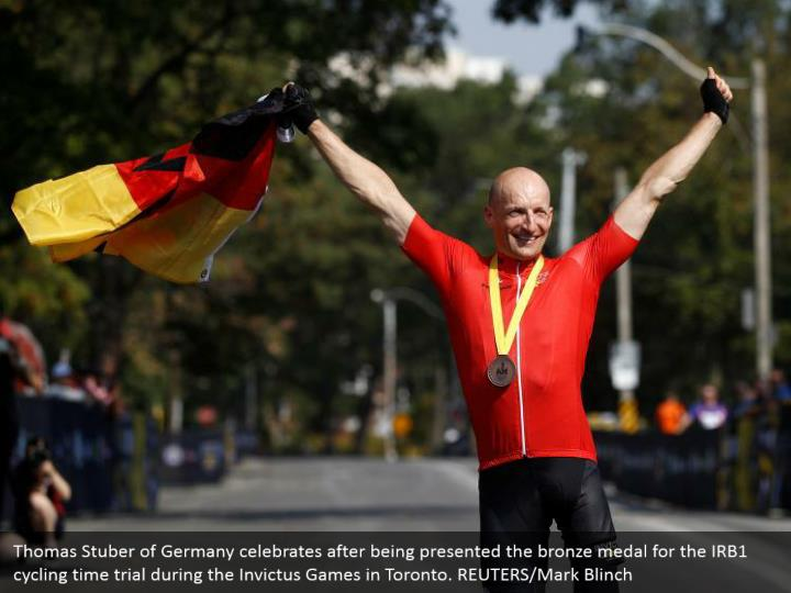 Thomas Stuber of Germany celebrates after being presented the bronze medal for the IRB1 cycling time trial during the Invictus Games in Toronto. REUTERS/Mark Blinch