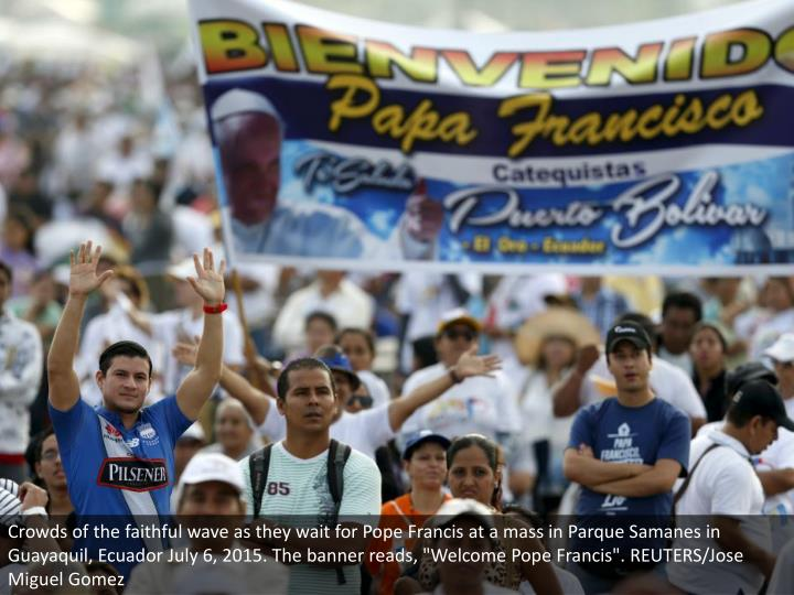 """Crowds of the faithful wave as they wait for Pope Francis at a mass in Parque Samanes in Guayaquil, Ecuador July 6, 2015. The banner reads, """"Welcome Pope Francis"""". REUTERS/Jose Miguel Gomez"""