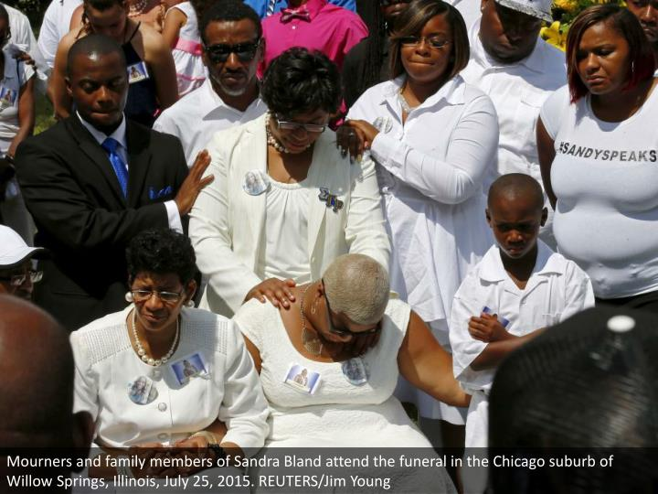 Mourners and family members of Sandra Bland attend the funeral in the Chicago suburb of Willow Springs, Illinois, July 25, 2015. REUTERS/Jim Young