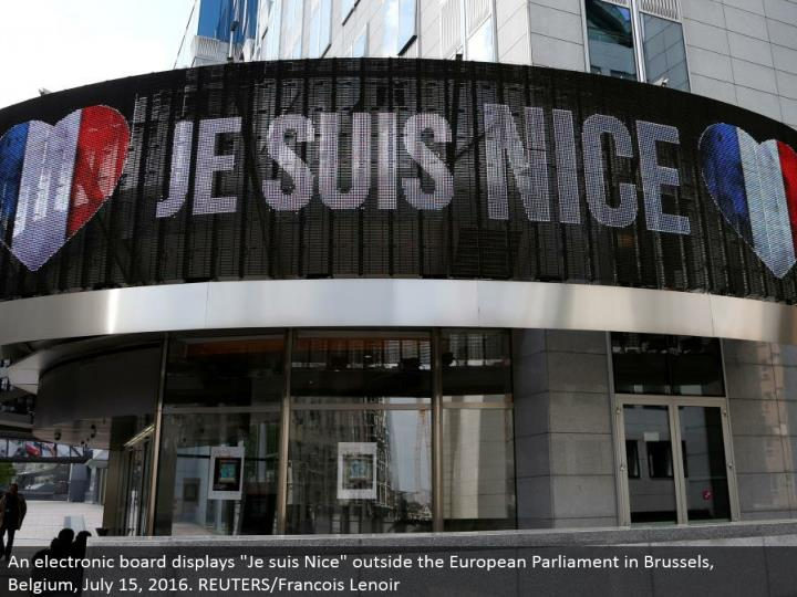 "An electronic board shows ""Je suis Nice"" outside the European Parliament in Brussels, Belgium, July 15, 2016. REUTERS/Francois Lenoir"
