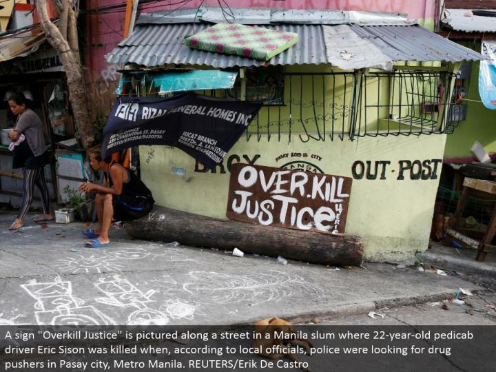 """A sign """"Pointless excess Justice"""" is envisioned along a road in a Manila ghetto where 22-year-old pedicab driver Eric Sison was murdered while, as indicated by nearby authorities, police were searching for medication pushers in Pasay city, Metro Manila. REUTERS/Erik De Castro"""