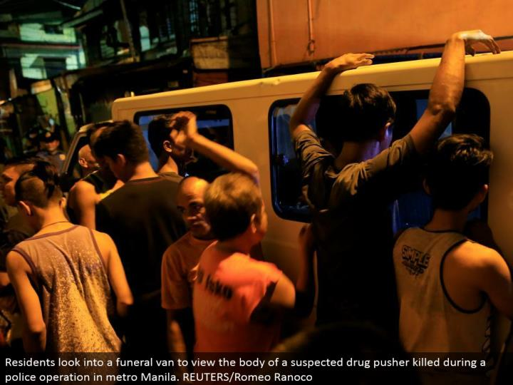 Residents investigate a burial service van to see the body of a speculated sedate pusher murdered amid a police operation in metro Manila. REUTERS/Romeo Ranoco