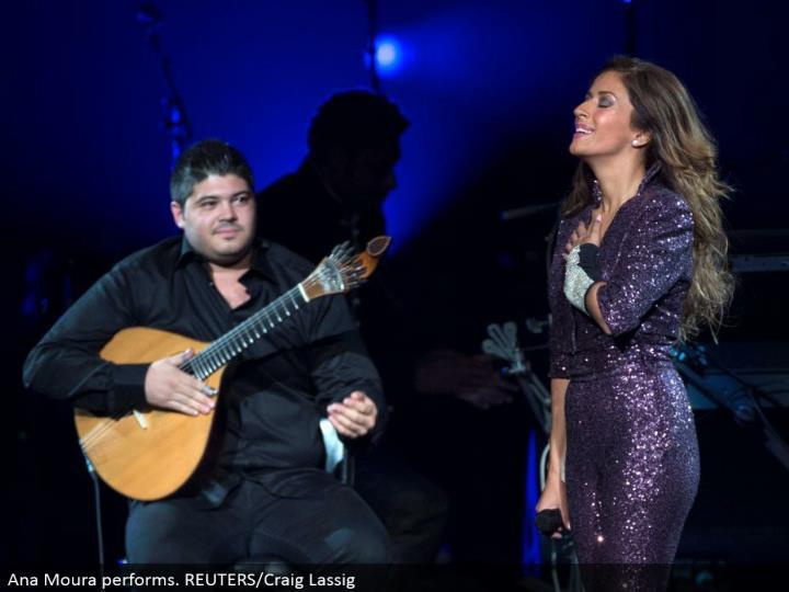 Ana Moura performs. REUTERS/Craig Lassig