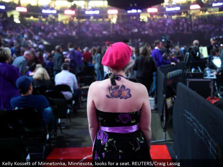 Kelly Kossett of Minnetonka, Minnesota, searches for a seat. REUTERS/Craig Lassig