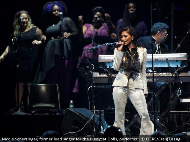 Nicole Scherzinger, previous lead artist for the Pussycat Dolls, performs. REUTERS/Craig Lassig
