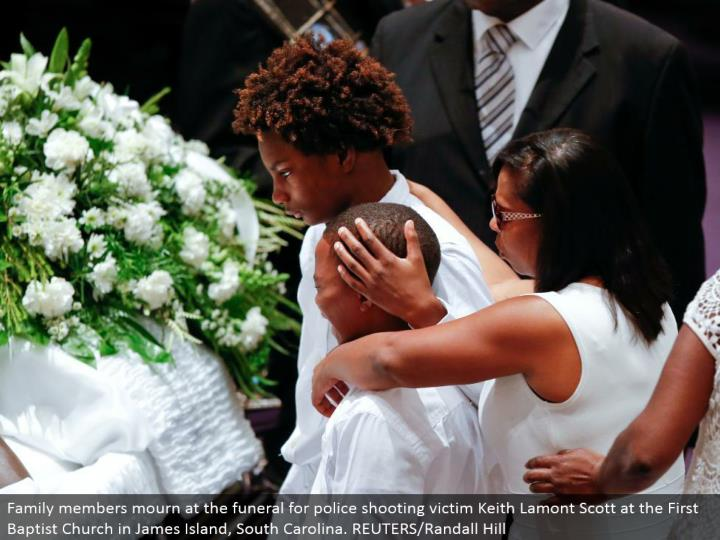 Family individuals grieve at the burial service for police shooting casualty Keith Lamont Scott at the First Baptist Church in James Island, South Carolina. REUTERS/Randall Hill