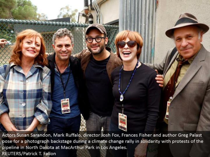 Actors Susan Sarandon, Mark Ruffalo, executive Josh Fox, Frances Fisher and creator Greg Palast posture for a photo backstage amid an environmental change rally in solidarity with dissents of the pipeline in North Dakota at MacArthur Park in Los Angeles.  REUTERS/Patrick T. Fallon