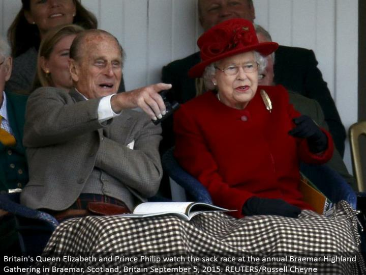 Britain's Queen Elizabeth and Prince Philip watch the sack race at the yearly Braemar Highland Gathering in Braemar, Scotland, Britain September 5, 2015. REUTERS/Russell Cheyne