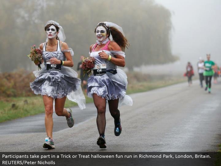 Participants partake in a Trick or Treat halloween fun keep running in Richmond Park, London, Britain. REUTERS/Peter Nicholls