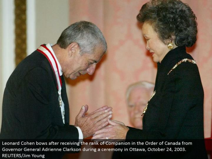 Leonard Cohen bows in the wake of accepting the rank of Companion in the Order of Canada from Governor General Adrienne Clarkson amid a service in Ottawa, October 24, 2003. REUTERS/Jim Young