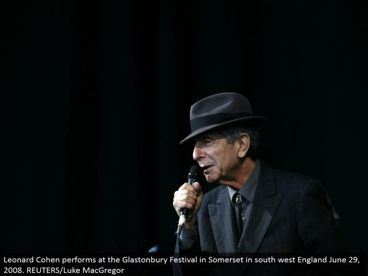 Leonard Cohen performs at the Glastonbury Festival in Somerset in south west England June 29, 2008. REUTERS/Luke MacGregor