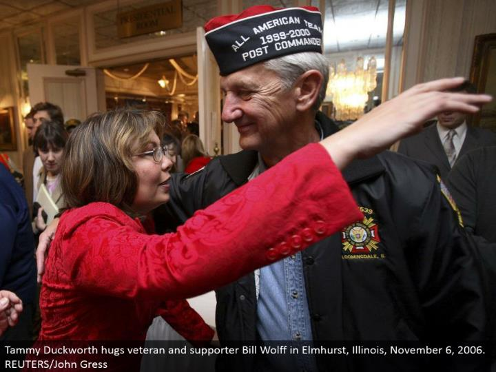 Tammy Duckworth embraces veteran and supporter Bill Wolff in Elmhurst, Illinois, November 6, 2006. REUTERS/John Gress