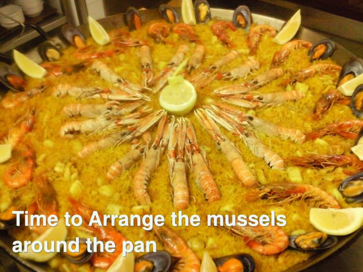 Time to Arrange the mussels           around the pan