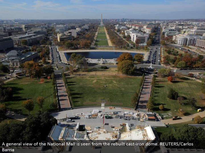 A general perspective of the National Mall is seen from the modified cast-press arch. REUTERS/Carlos Barria