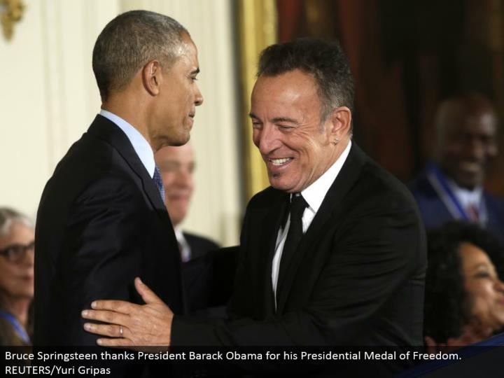 Bruce Springsteen expresses gratitude toward President Barack Obama for his Presidential Medal of Freedom. REUTERS/Yuri Gripas