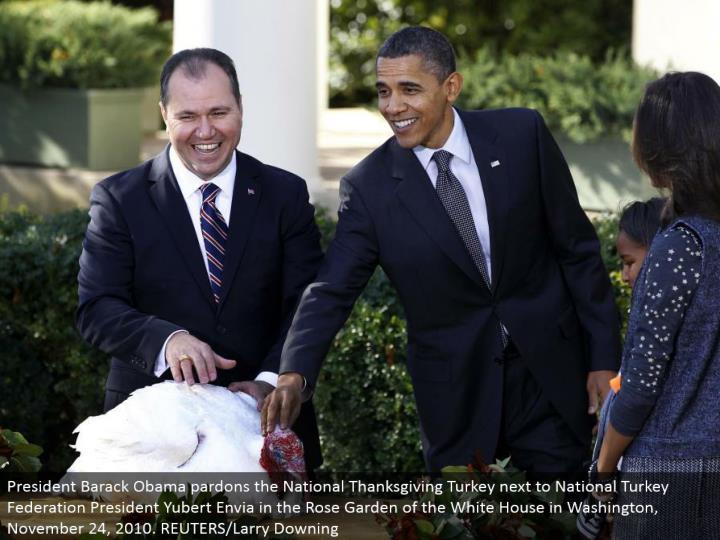 President Barack Obama pardons the National Thanksgiving Turkey beside National Turkey Federation President Yubert Envia in the Rose Garden of the White House in Washington, November 24, 2010. REUTERS/Larry Downing