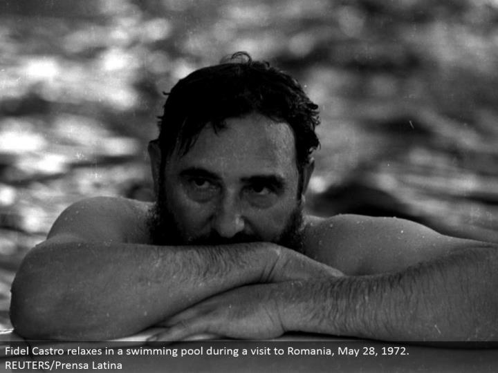 Fidel Castro unwinds in a swimming pool amid a visit to Romania, May 28, 1972. REUTERS/Prensa Latina