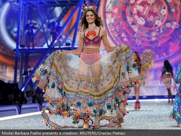 Model Barbara Fialho presents a creation. REUTERS/Charles Platiau