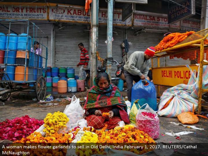 A lady makes bloom laurels to offer in old delhi