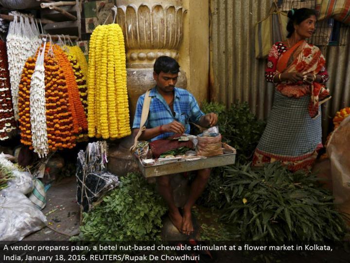 A seller plans paan, a betel nut-based chewable stimulant at a bloom showcase in Kolkata, India, January 18, 2016. REUTERS/Rupak De Chowdhuri