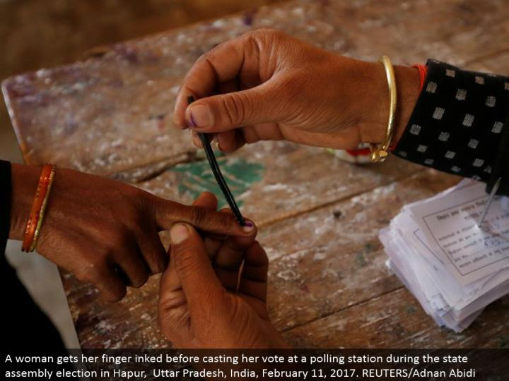 A lady gets her finger inked before making her choice at a surveying station amid the state gathering race in Hapur, Uttar Pradesh, India, February 11, 2017. REUTERS/Adnan Abidi