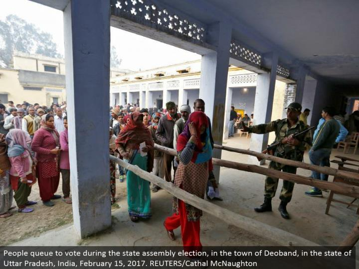 People line to vote amid the state get together decision, in the town of Deoband, in the condition of Uttar Pradesh, India, February 15, 2017. REUTERS/Cathal McNaughton